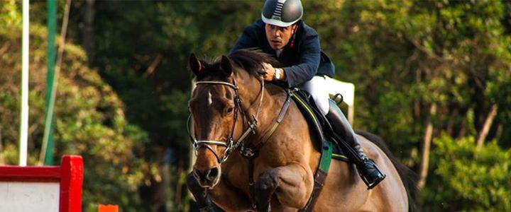 Hipista brasileiro é desclassificado das olimpíadas após ferir cavalo com espora